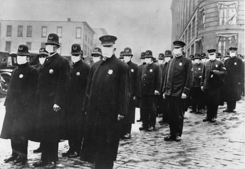 [Seattle police in masks during influenza pandemic]